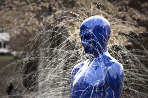 Leaking sculpture by Fredrik Linge.