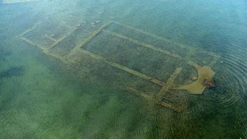 submerged archaeological find_near city of Van.jpg